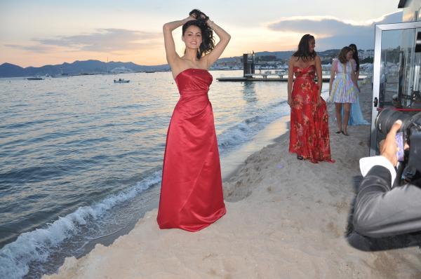 Suite à un Défilé de Mode qui n'est pas directement lié au Festival de Cannes mais se passe à ce moment là.